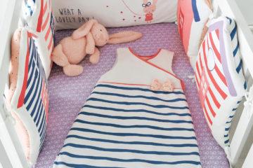 Bettumrandung mit maritimen Streifen rosa/blau Größe 180X40 von vertbaudet