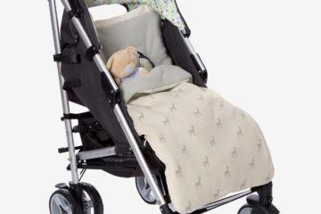 Kinderwagen-Fußsack mit Rentieren wollweiß bedruckt von vertbaudet