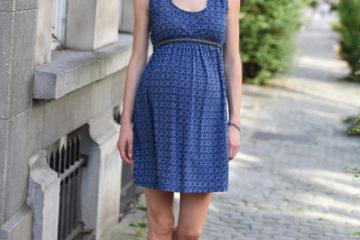 Kleid für Schwangerschaft und Stillzeit blau bedruckt