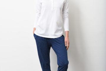 Pyjama für Schwangerschaft und Stillzeit weiß+marine getupft