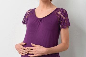 Umstandsshirt mit Spitzenärmeln violett