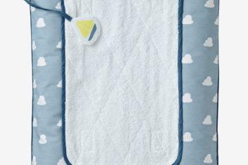 Wickeltischauflage fürs Babyzimmer blau wolken Größe 72X49 von vertbaudet